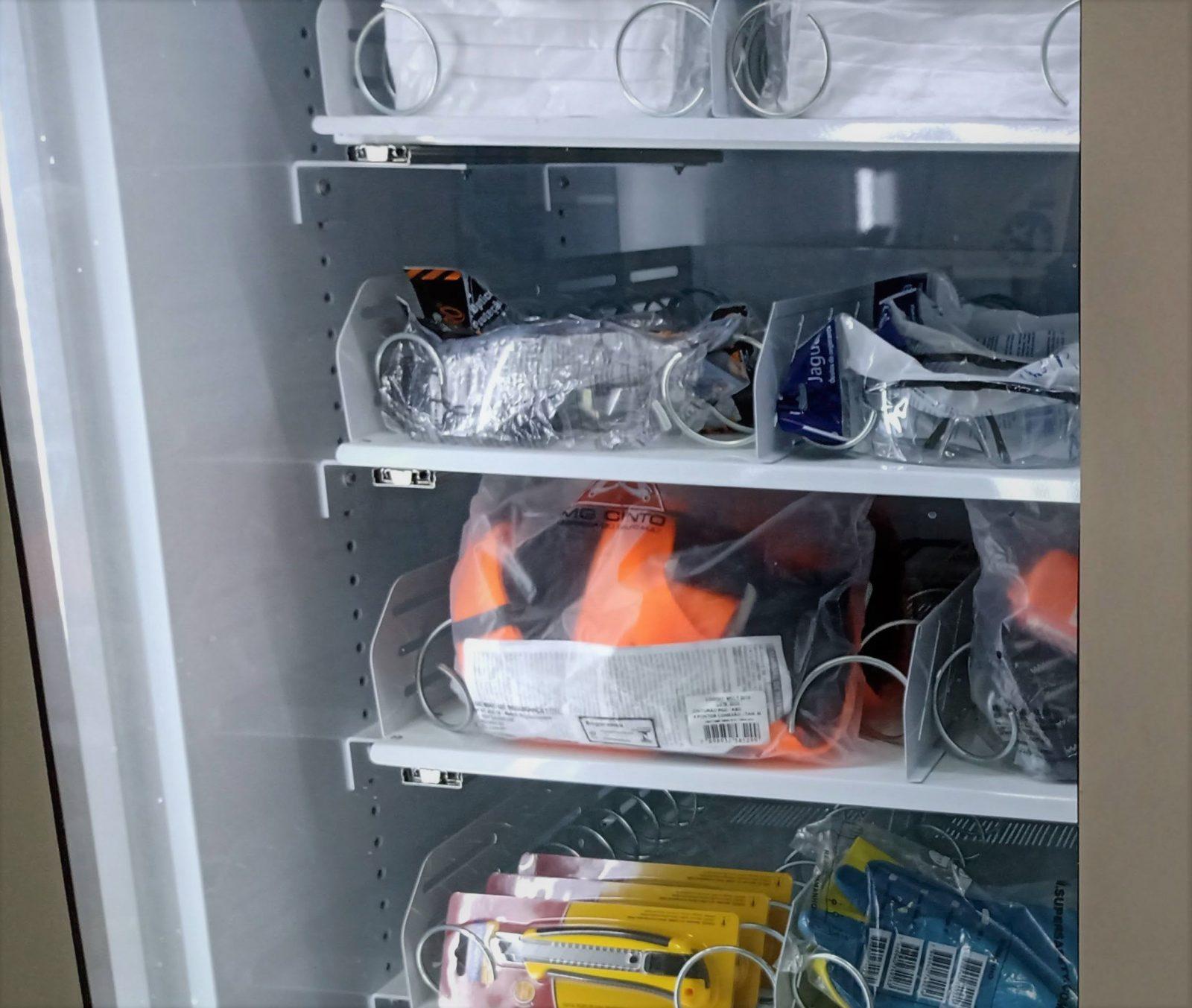 Vending machine abastecida com EPIs - Aplicações de Vending Machine em Indústrias